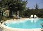 la piscine devant la maison