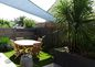 Jardin avec voile d'ombrage