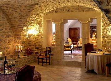 chambre d'hôtes château roumanières. chambre hotes piscine